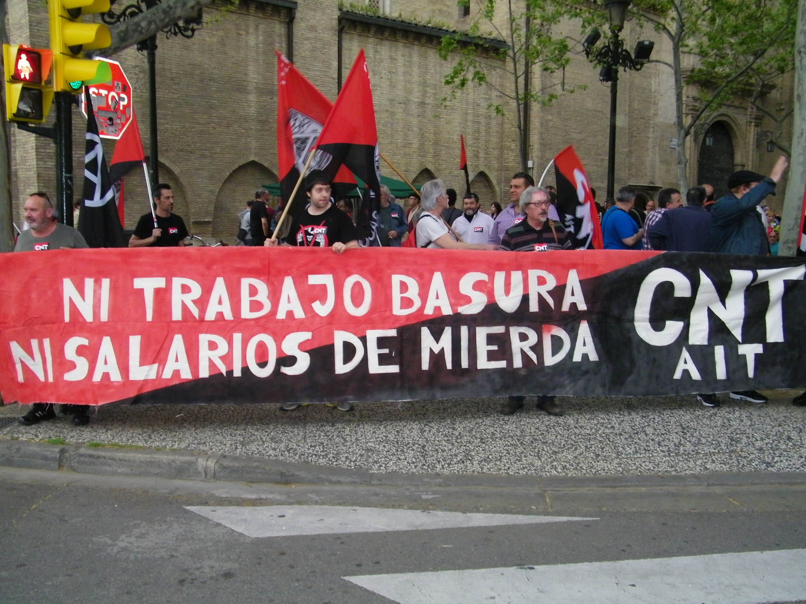 CNT-Zaragoza-en-la-manifestacion-FCC-parques-jardines-10-abril-comienzo