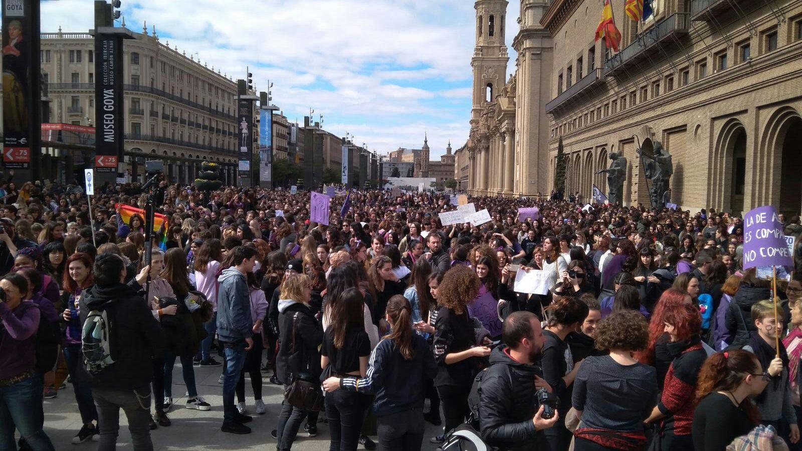 manifestación-8-m-mañana-zaragoza-ayuntamiento