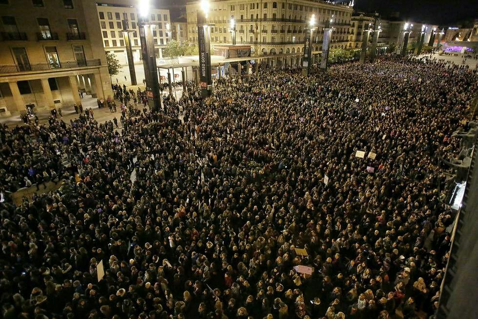 manifestación-8m-tarde-zaragoza-ayuntamiento