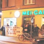 A pesar de la policáa, nueva concentración contra mercadona en Zaragoza.