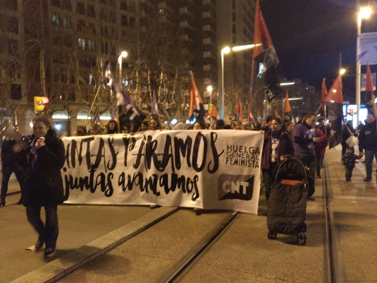 pancarta-cnt-8m-zaragoza-manifestación-noche-independencia