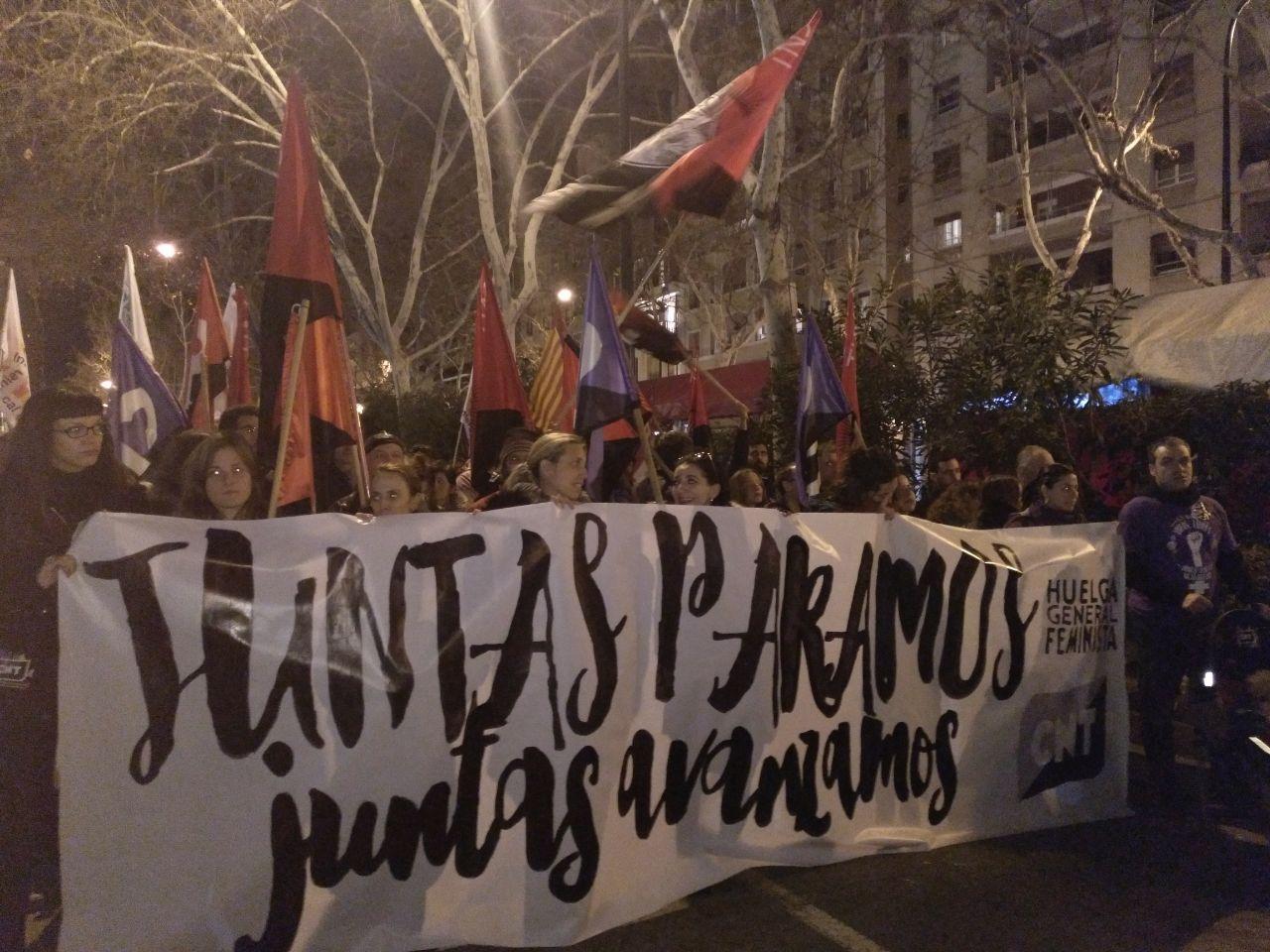 pancarta-cnt-8m-zaragoza-manifestación-noche