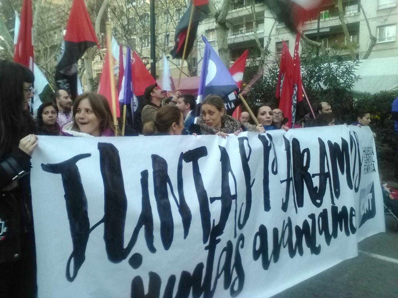 pancarta-cnt-8m-zaragoza-manifestación-tarde